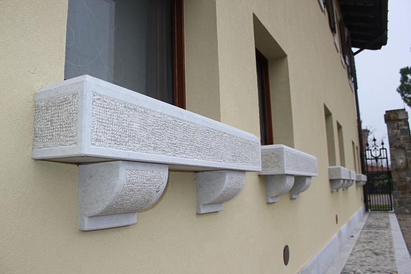 Davanzali in pietra marmi marangon - Pietra per soglie finestre ...