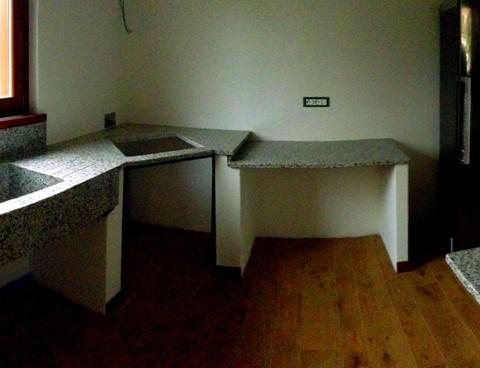 Piano cucina in granito con lavello monolitico