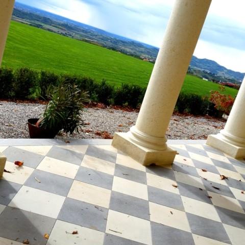 Pavimentazione in marmo e pietra