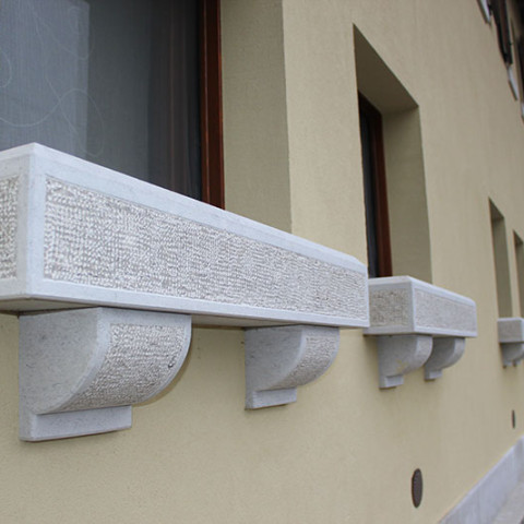 Davanzali in pietra